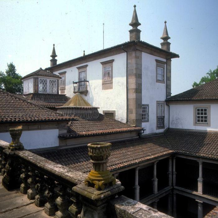 Perspetiva da torre e pátio interior do palácio dos Biscainhos